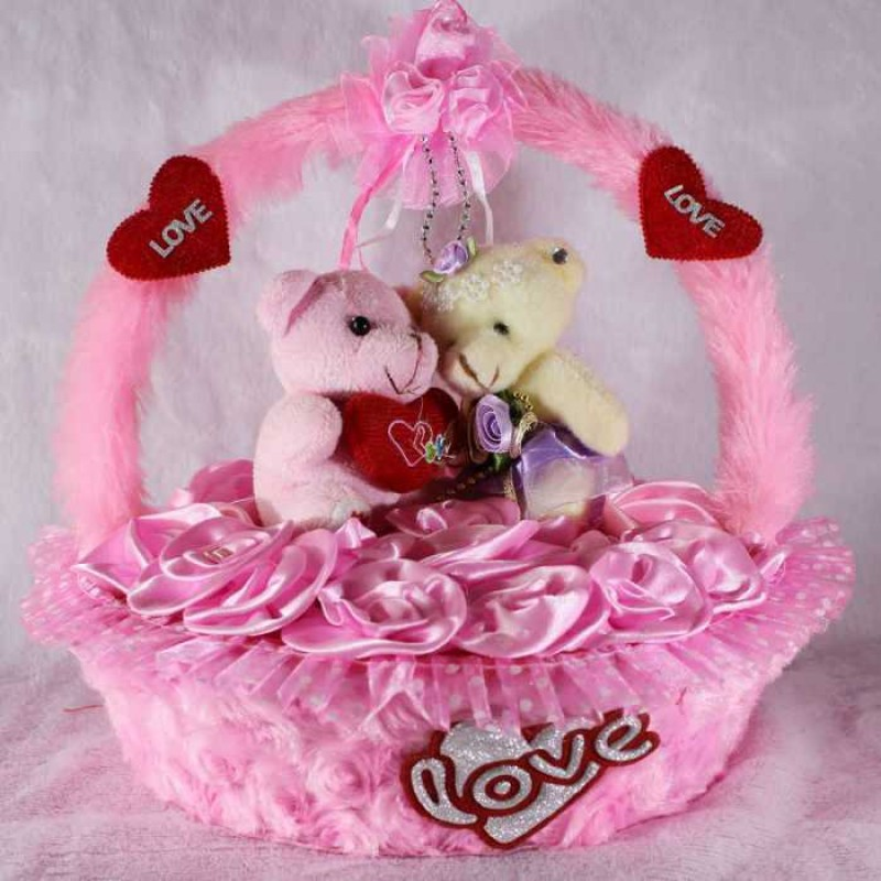 Buy Beautiful Pink Basket Of Satan Roses With Love Couple